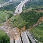 Landslide covers National Highway in Taiwan- pictures o...