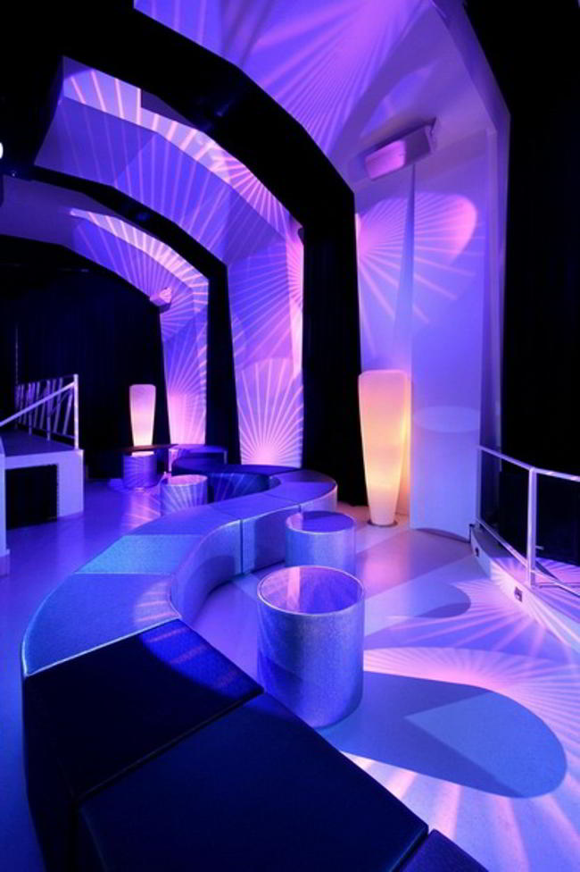 wordlessTech | Night Club reminding an ice-cavern
