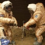 Astronauts walk on Mars here on Earth (video)