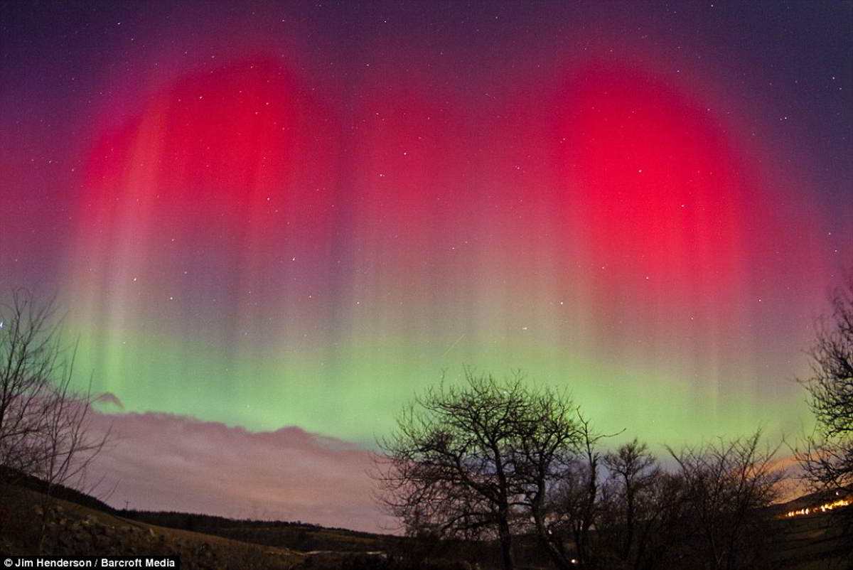 wordlesstech auroras in the skies over aberdeen. Black Bedroom Furniture Sets. Home Design Ideas
