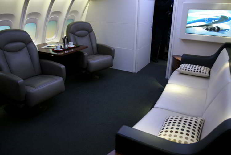 Wordlesstech inside boeing s new 747 8 intercontinental for Boeing 747 8 interieur