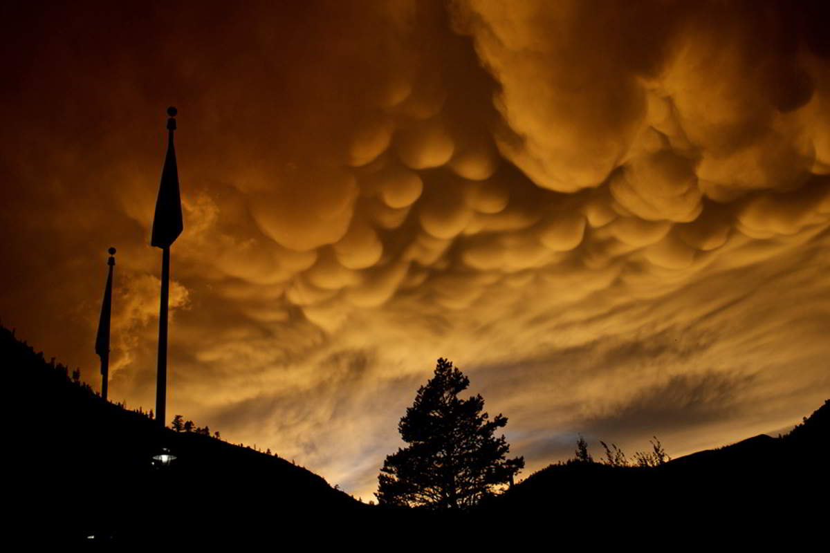 Nebo i oblaci - Page 6 Mammatus-clouds-over-olympic-valley