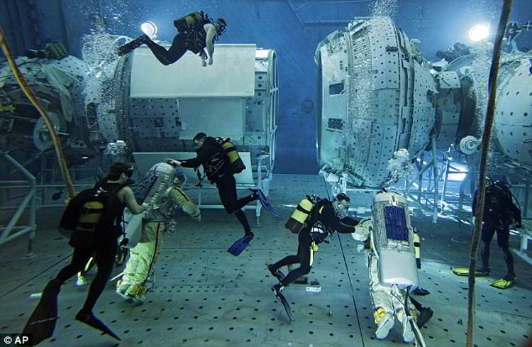 http://wordlesstech.com/wp-content/uploads/2011/02/star-city-the-amazing-underwater-space-facility-2.jpg