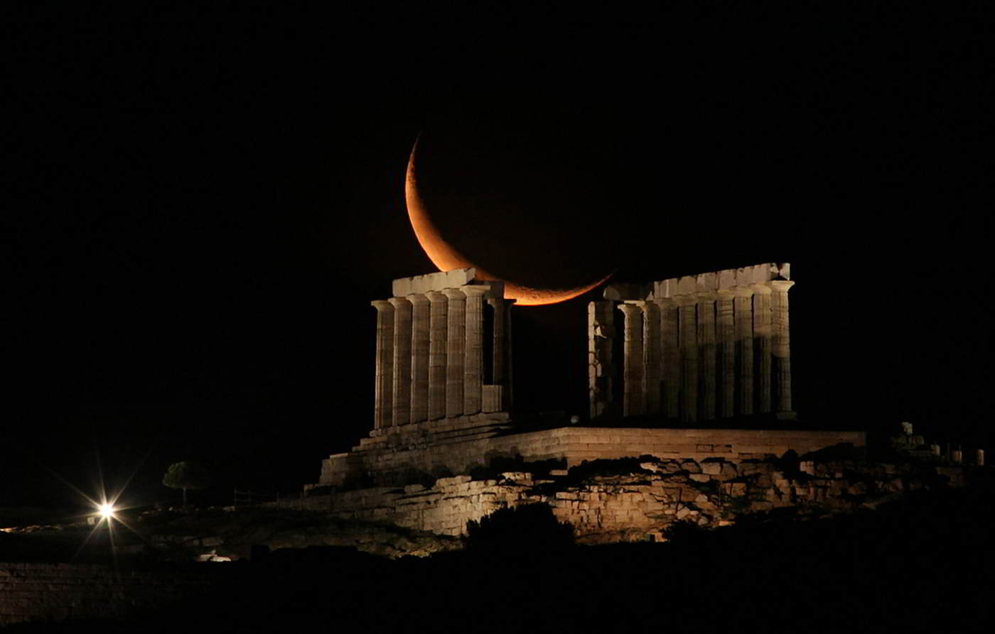 [Image: waning-crescent-moon-over-poseidon-temple.jpg]
