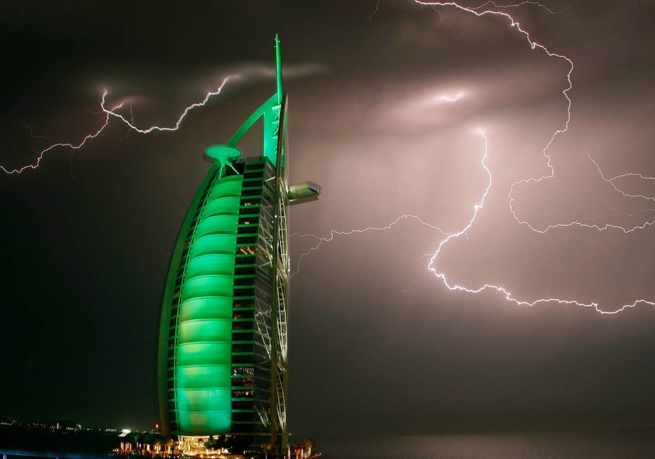 LIghtning over Burj Al Arab - Burj al Arab wid Lights And its swimming pool