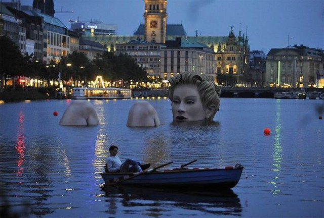 Giant mermaid by Oliver Voss on Alster lake in Hamburg (3)
