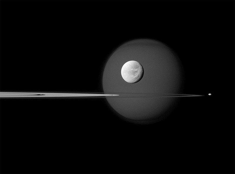 wordlessTech | Majestic Saturn Moons from Cassini
