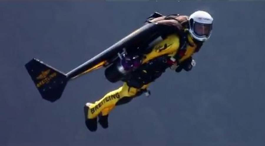 jetman flies with the breitling jet team wordlesstech. Black Bedroom Furniture Sets. Home Design Ideas