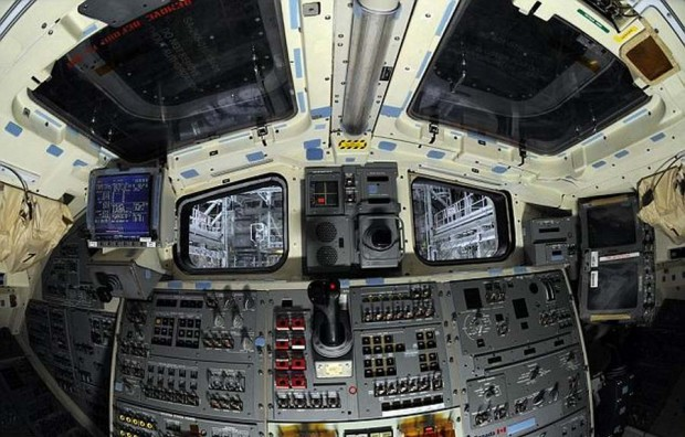 Space shuttle Atlantis cockpit (3)