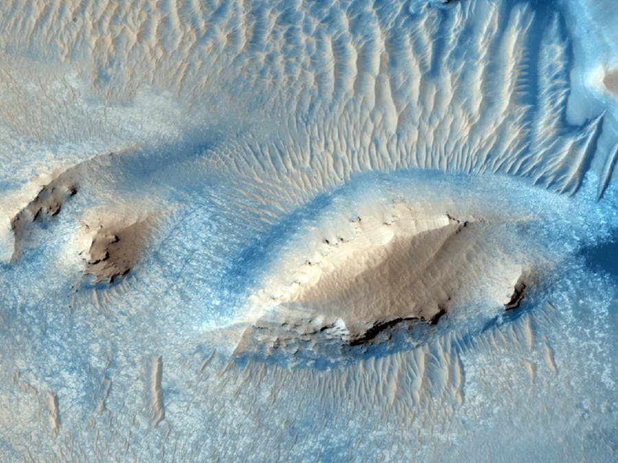 Active Erosion in Pasteur Crater by the Martian wind