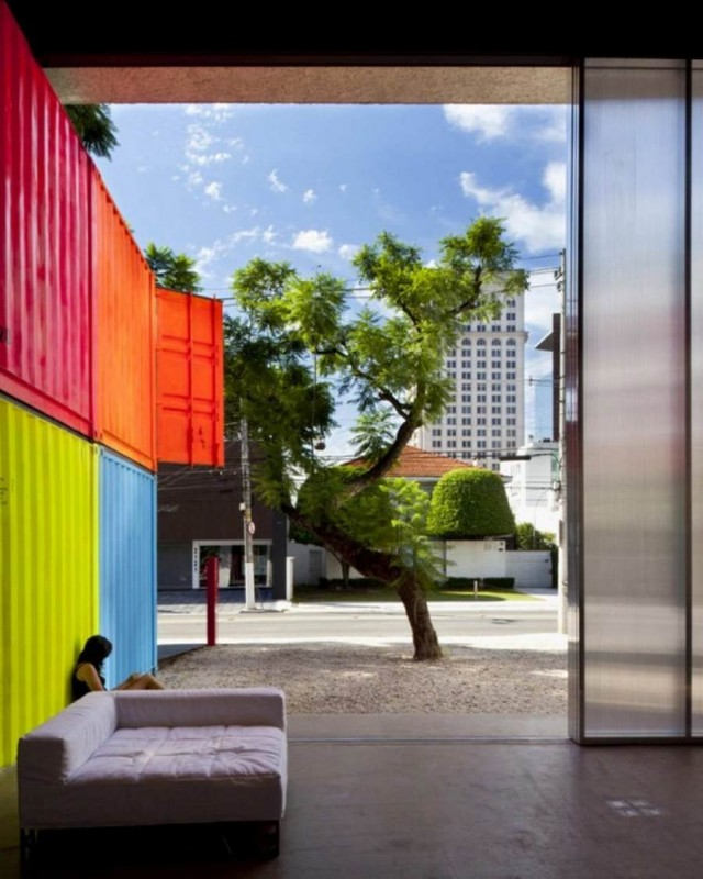 Colorful container residence by Marcio Kogan in Sao Paulo, Brazil (4)