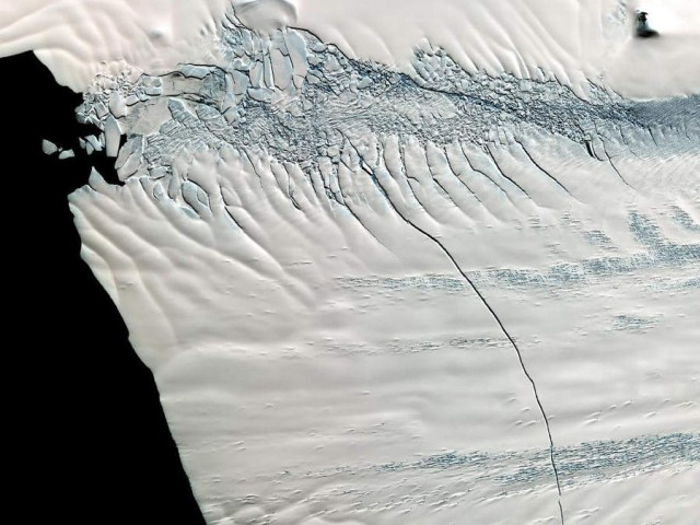 Crack across Pine Island Glacier in West Antarctic