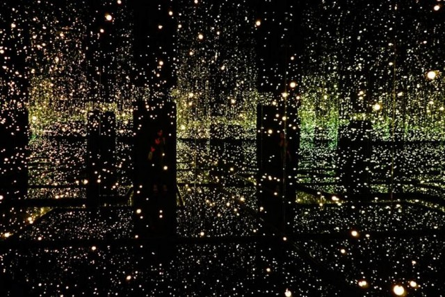 Infinity Mirror Room – Filled with the Brilliance of Life by Yayoi Kusama at Tate Modern