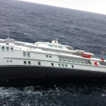 Superyacht sinks off Greek island (video)