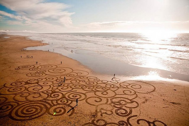Sand Paintings by Andres Amador (1)