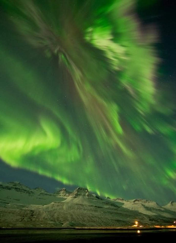 Spectacular aurora from high activity on the Sun