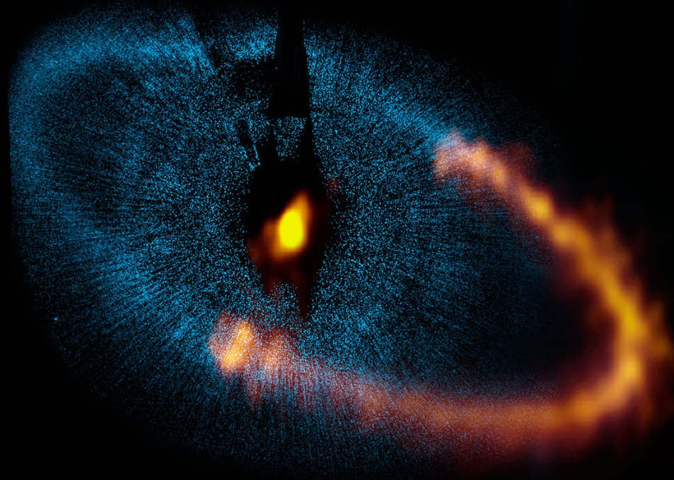 Dust ring around the star Fomalhaut is seen by ALMA