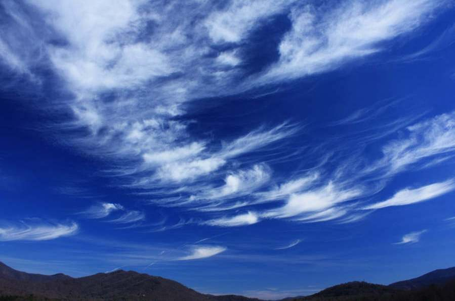 http://wordlesstech.com/wp-content/uploads/2012/04/Glaciating-Cirrus-Clouds.jpg