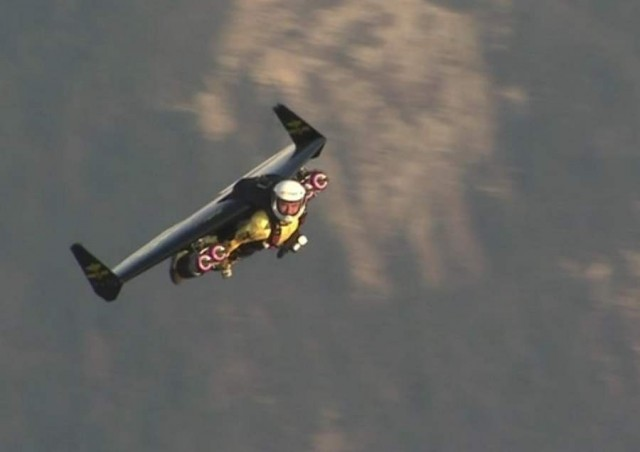 Jetman in Swiss airspace (3)