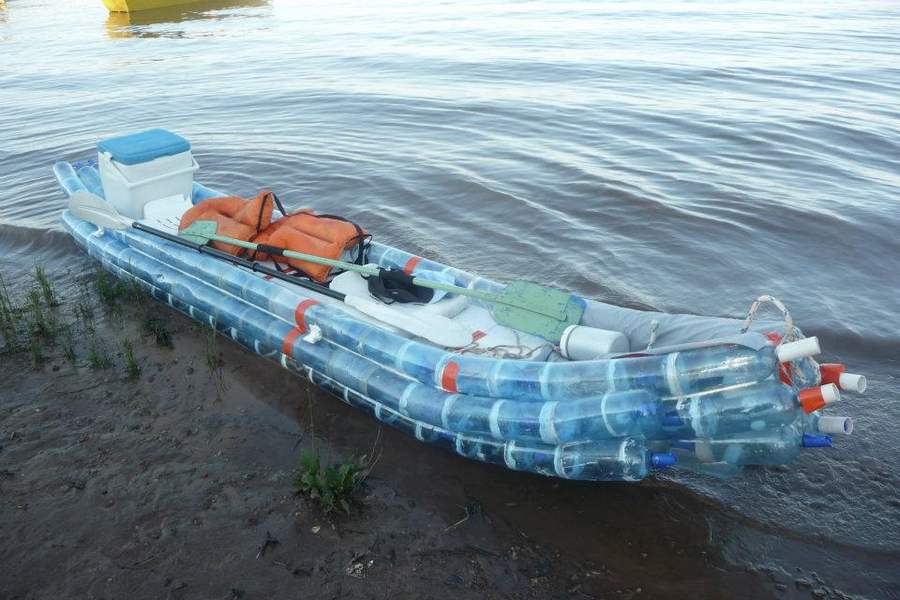 Kayak made from recycled bottles (2)