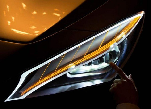 Wordlesstech mercedes benz style coupe kinetic lights for Mercedes benz lighting
