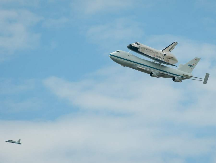 space shuttle flying - photo #22