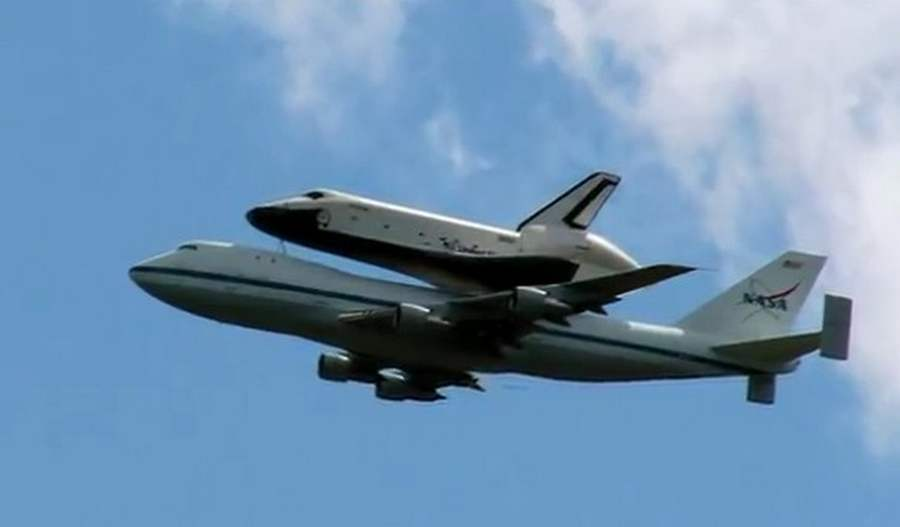 space shuttle flying - photo #3