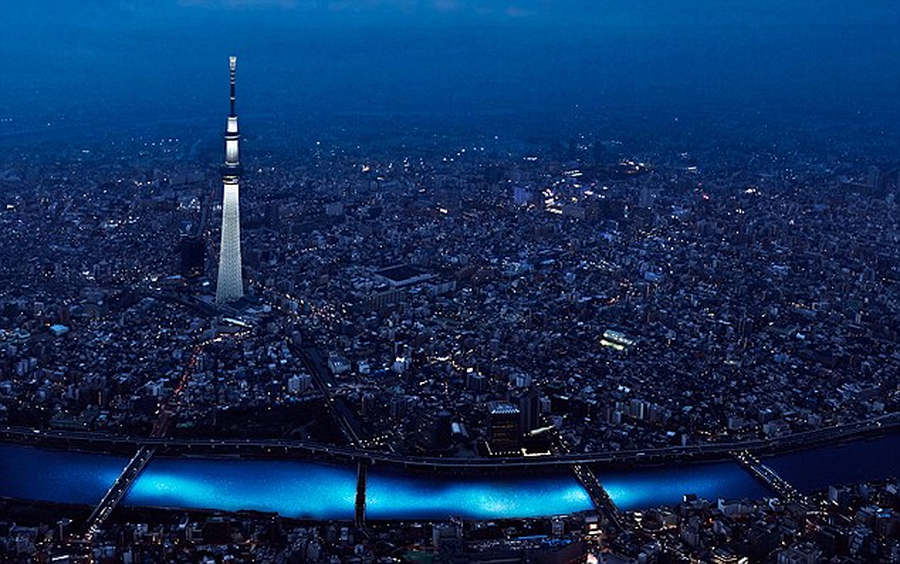 100,000 LED lights float down the Sumida River