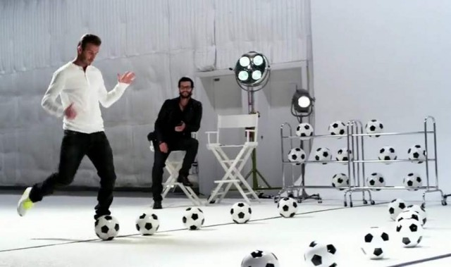 David Beckham plays Beethoven in Galaxy Note