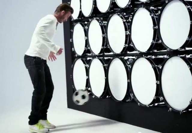 David Beckham plays Beethoven with Galaxy Note