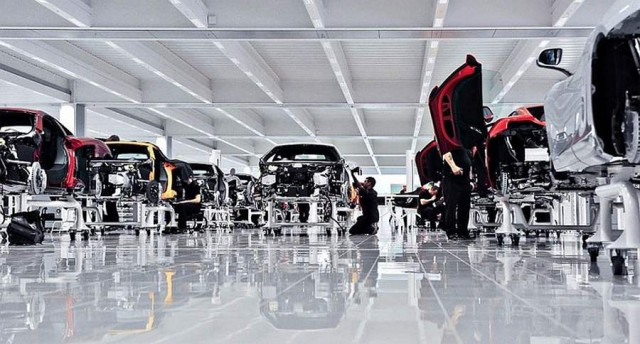 Inside the McLaren MP4-12C factory (4)