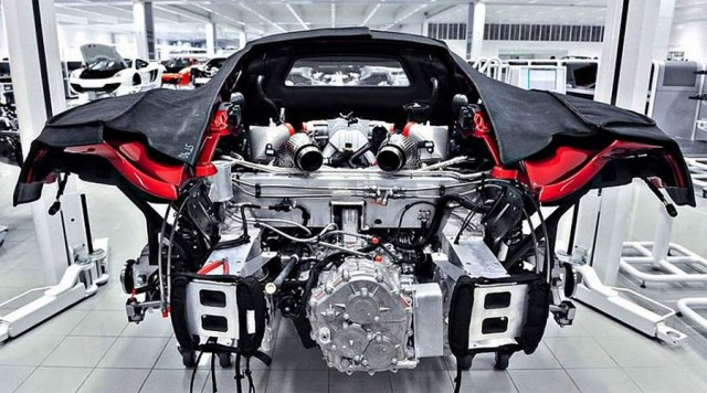 Inside the McLaren MP4-12C factory (3)