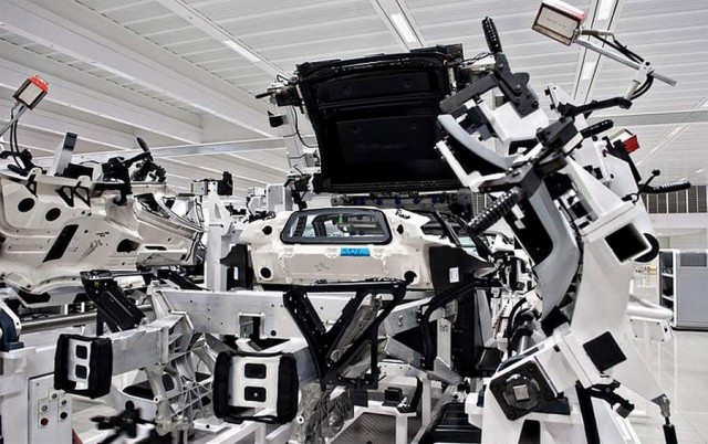 Inside the McLaren MP4-12C factory (10)