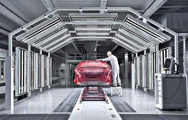 Inside the McLaren MP4-12C factory (8)