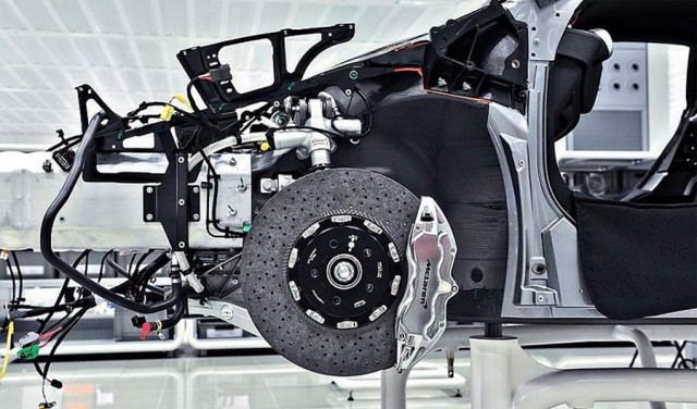 Inside the McLaren MP4-12C factory (6)