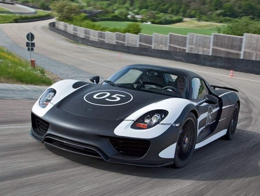 wordlesstech porsche shows off 918 spyder hybrid. Black Bedroom Furniture Sets. Home Design Ideas