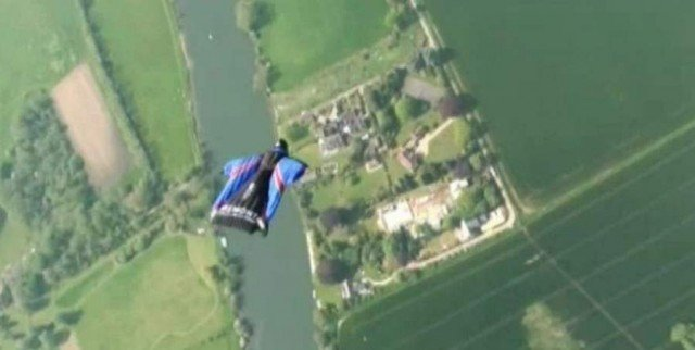 Skydive without parachute (3)