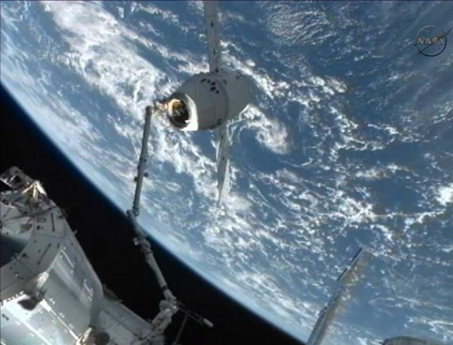 SpaceX Dragon Captured by ISS