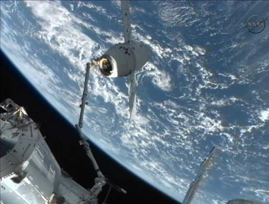 SpaceX Dragon Captured by ISS (7)