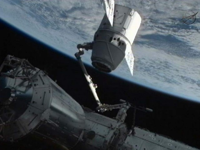 SpaceX Dragon Captured by ISS (5)