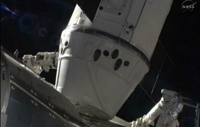 SpaceX Dragon Captured by ISS (4)