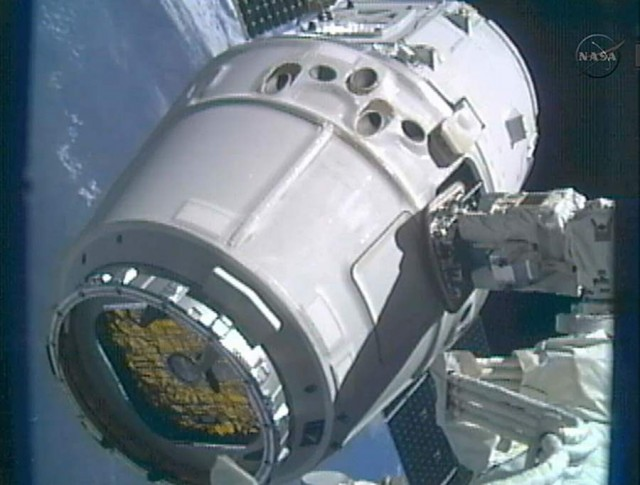 SpaceX Dragon Captured by ISS (3)