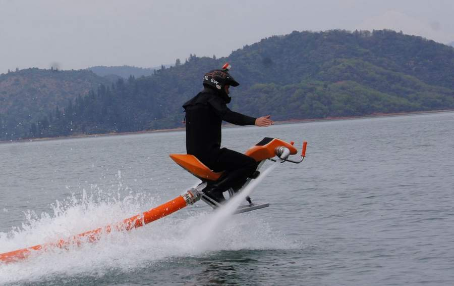 Cool Toys That Fly : Jetovator flying water bike video wordlesstech