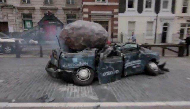 Meteorite crashes into London center