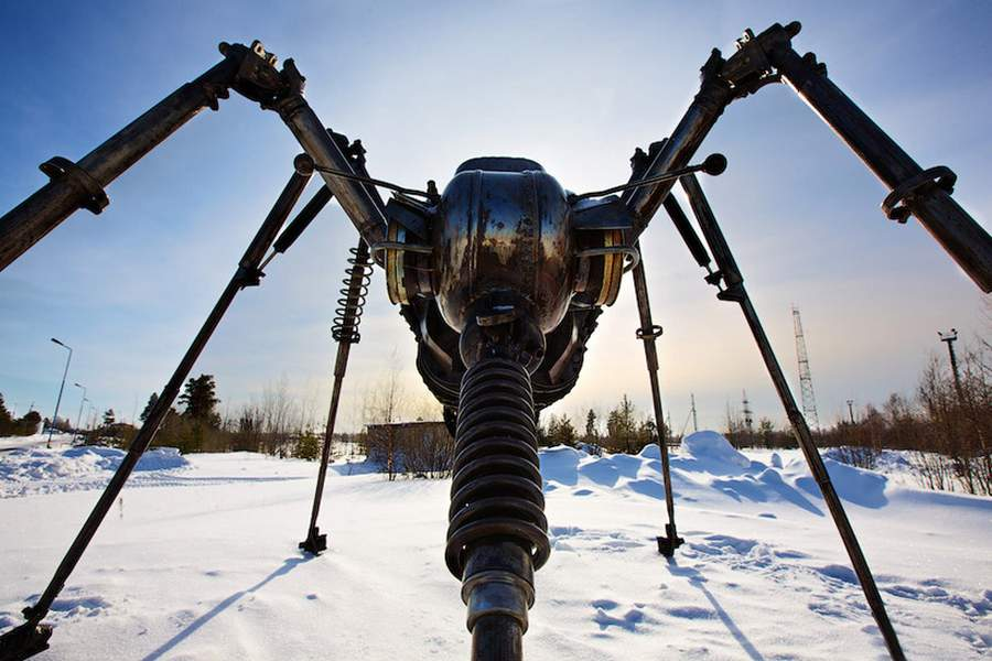 Mosquito Monument by Valery Chaliy in Noyabrsk, Russia (4)
