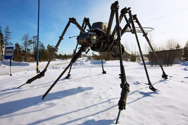 Mosquito Monument by Valery Chaliy in Noyabrsk, Russia (3)