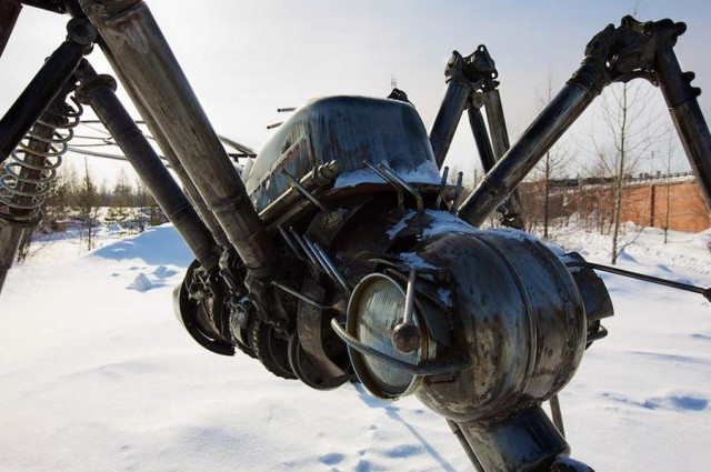 Mosquito Monument by Valery Chaliy in Noyabrsk, Russia (1)