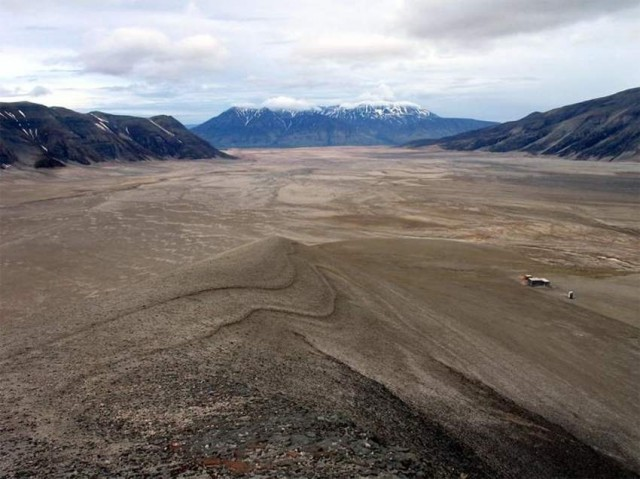Valley of Ten Thousand Smokes- Katmai mountain