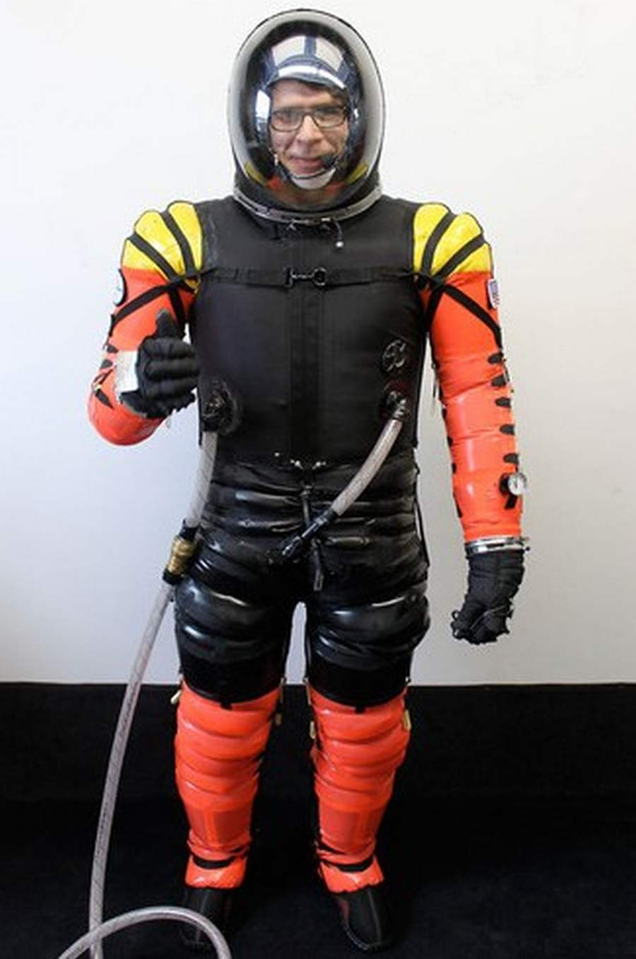 High tech astronaut suit for space tourism wordlesstech for Space suit design