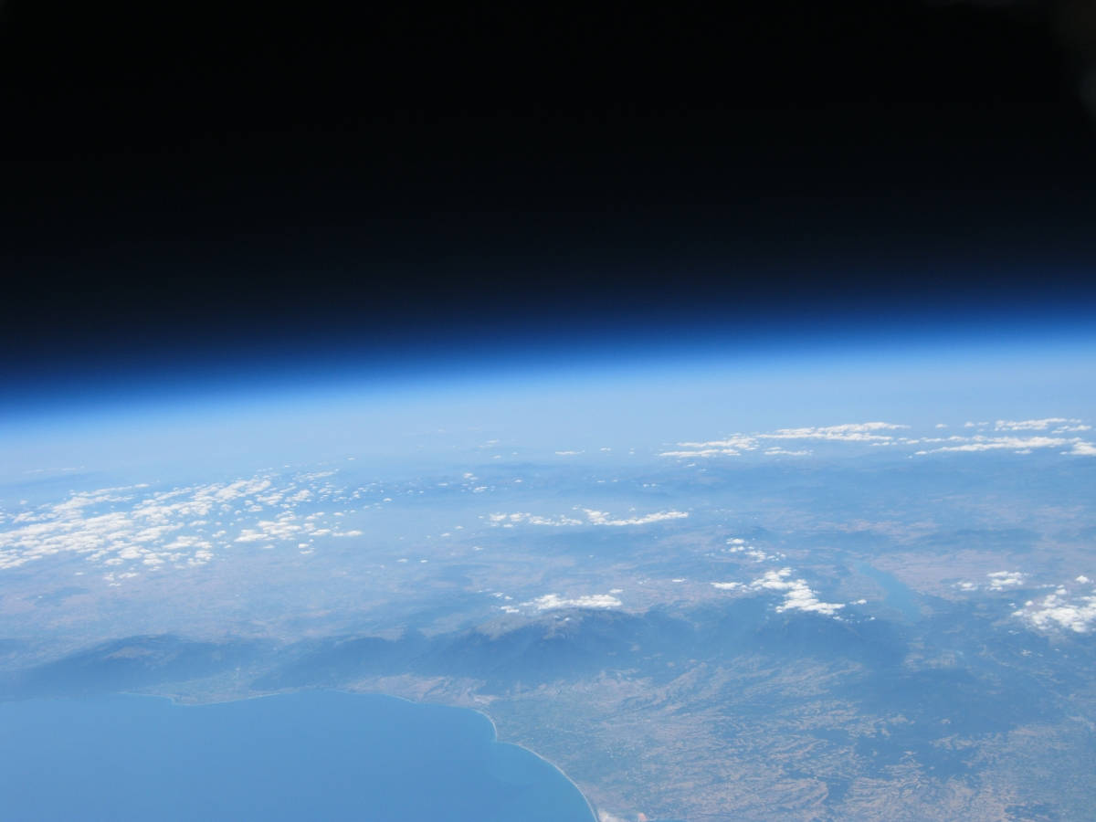 wordlessTech | High altitude Balloon flight over Mount ...
